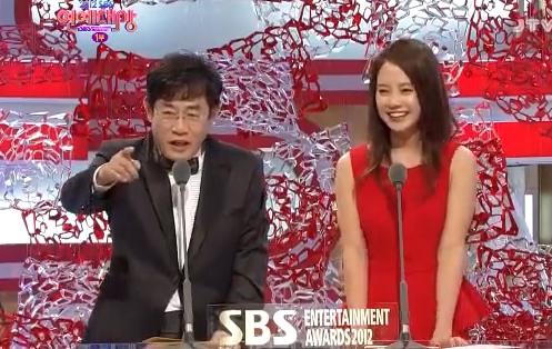 Ji Hyo Presenting 2