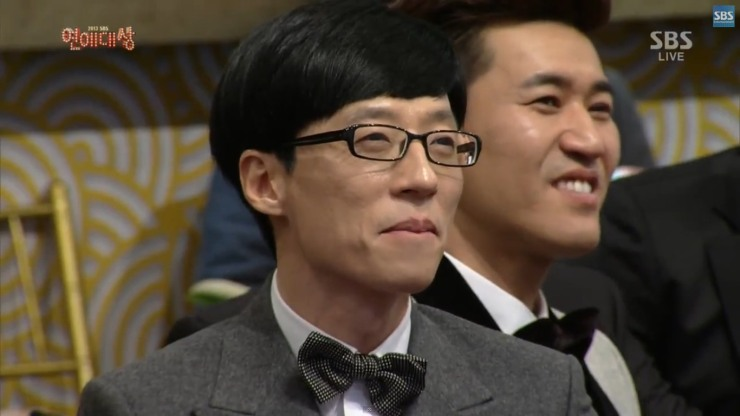 YJS watching Ji Hyo get her award
